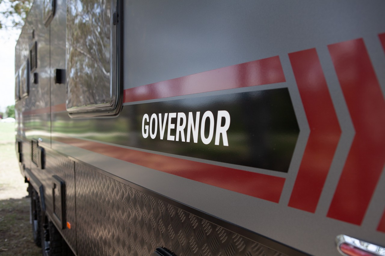 salute-caravans-governor-external-006