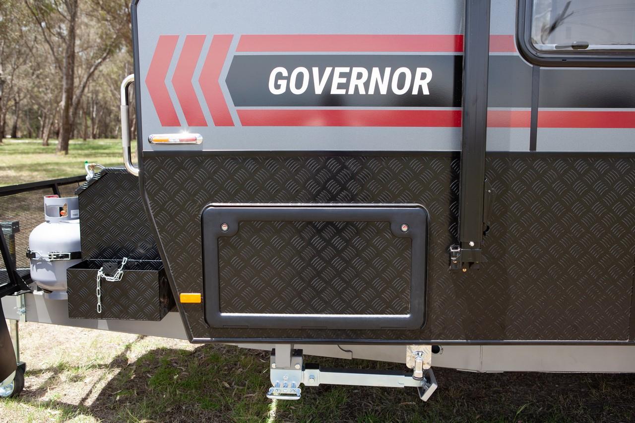 salute-caravans-governor-external-007