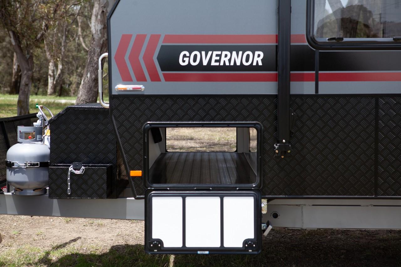 salute-caravans-governor-external-008