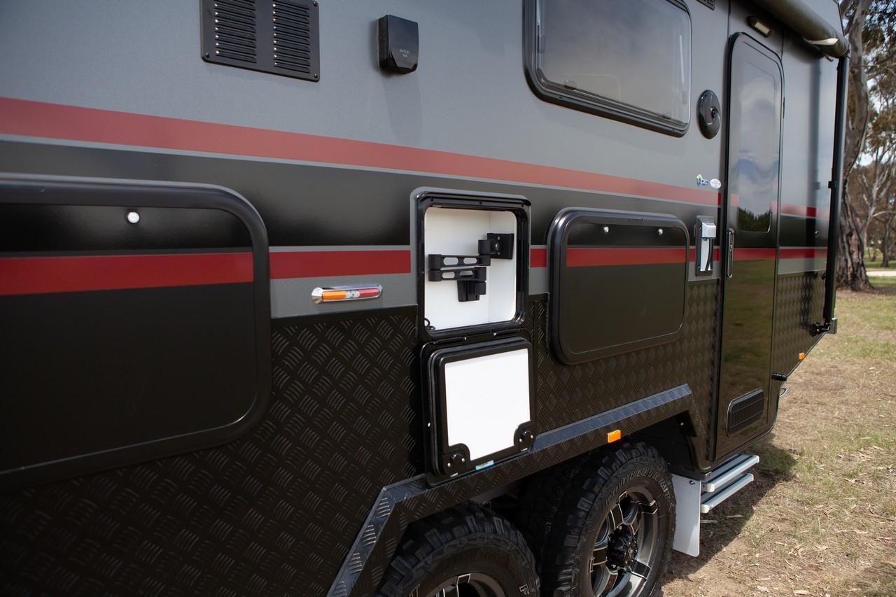 salute-caravans-governor-external-009b