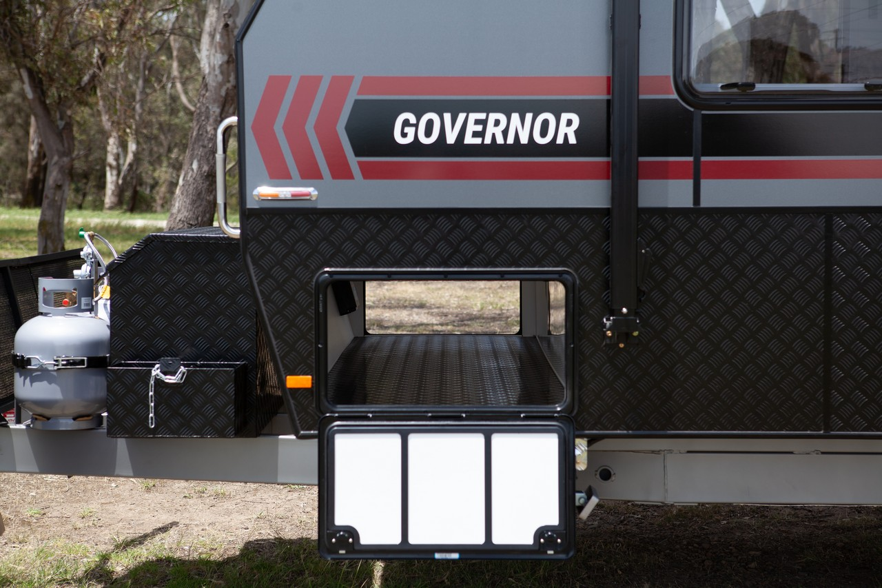 salute-caravans-governor-external-008