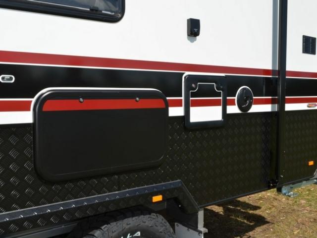 salute-caravans-sabre-external-011