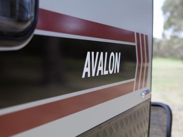 salute_avalon_family_bunk_caravan_009